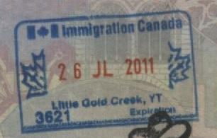 Sello de Inmigración del puesto fronterizo de Little Gold Creek, Yukón, Canadá (Cortesía: Gato Cósmico)