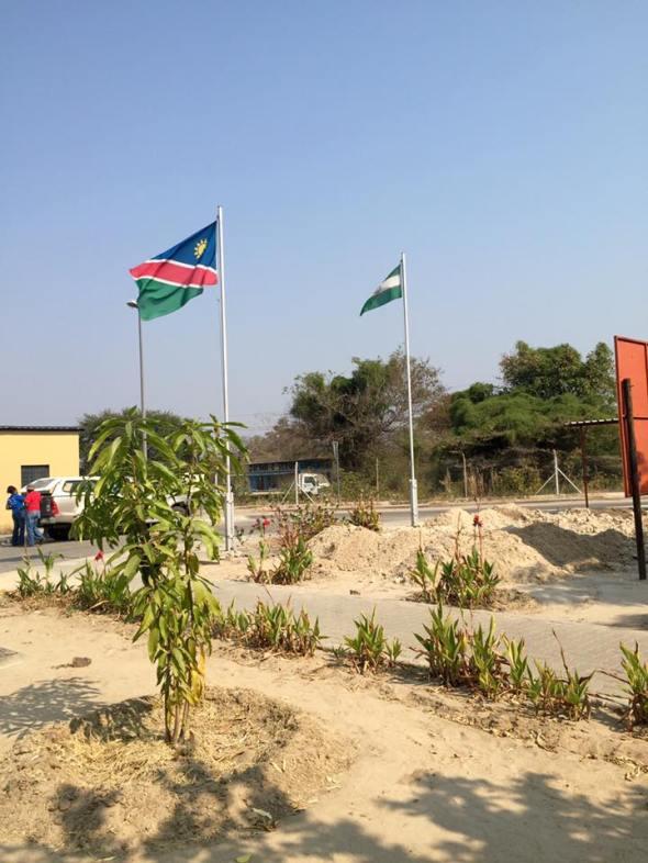 Frontera entre Zambia y Namibia / Zambia - Namibia Border / Por: Juan Antonio Torres