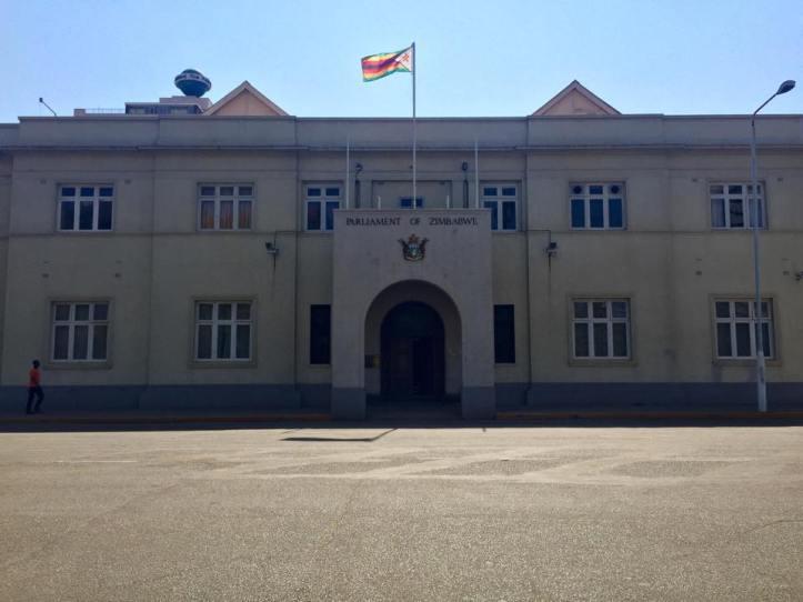 Parlamento - Harare, Zimbabwe / Parliament - Harare, Zimbabwe / Por: Juan Antonio Torres