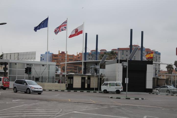 Frontera entre Gibraltar y España / Gibraltar - Spain Border / Por: Coke González