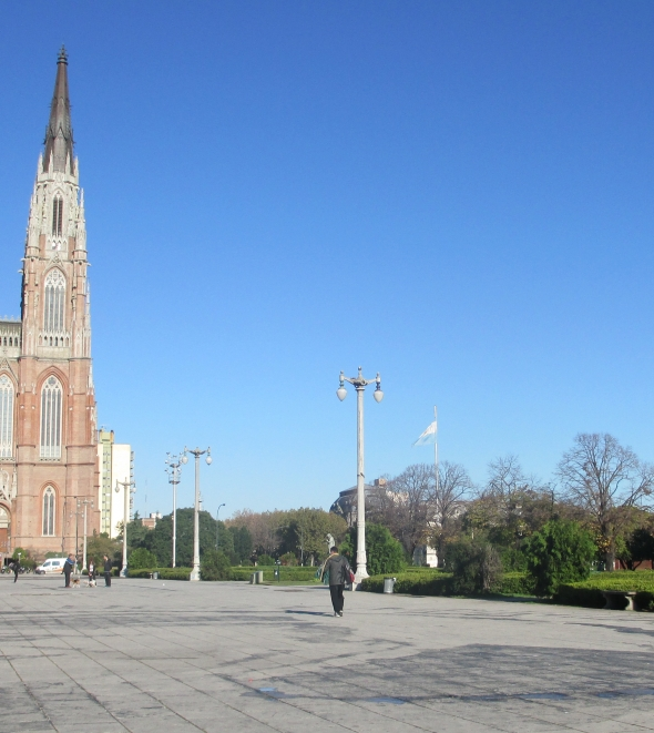 Junto a la Catedral de La Plata