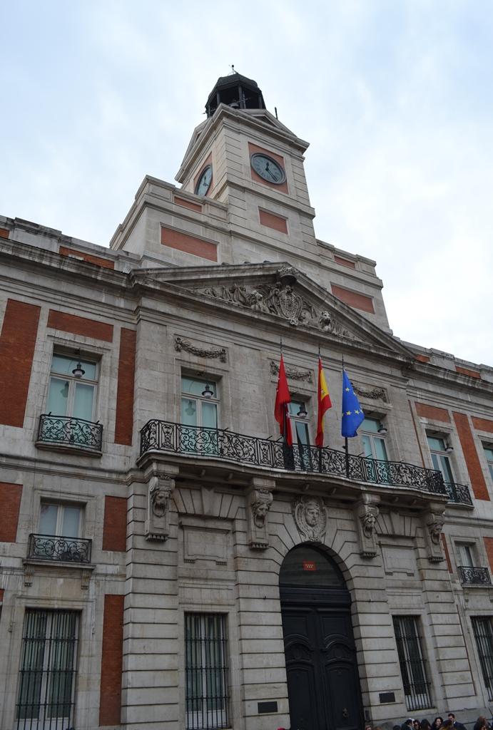 Puerta de Sol - Madrid, España / Sol Gate - Madrid, Spain / Por: Blog de Banderas