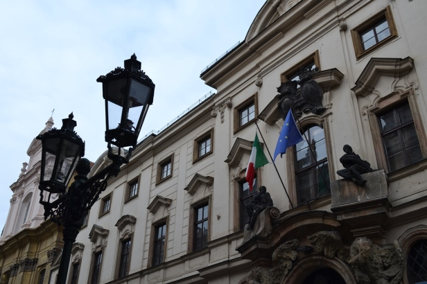 Embajada de Italia en Praga, República Checa / Embassy of Italy in Prague, Czech Republic / Por: Blog de Banderas