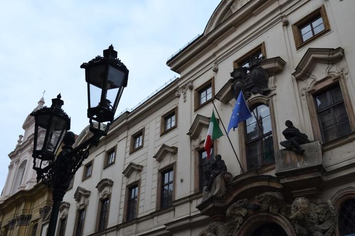Embajada de Italia en Praga, República Checa / Embassy of Italy in Prague, Czech Republic / Por: Blog de Banderas
