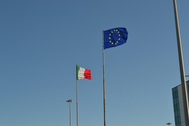 Aeropuerto Fiumicino - Roma, Italia / Fiumicino Airport - Rome, Italy / Por: Blog de Banderas