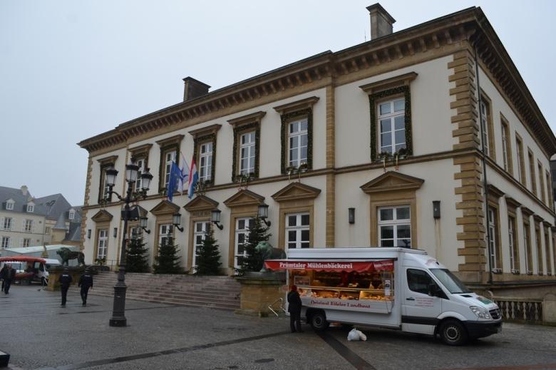 Alcaldía - Ciudad de Luxemburgo, Luxemburgo / City Hall - Luxembourg City, Luxembourg / Por: Blog de Banderas