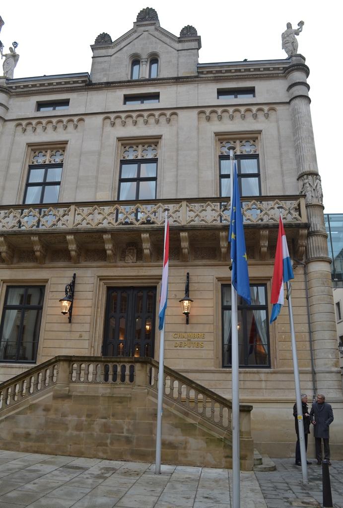 Cámara de Diputados - Ciudad de Luxemburgo, Luxemburgo / Chamber of Deputies - Luxembourg City, Luxembourg / Por: Blog de Banderas