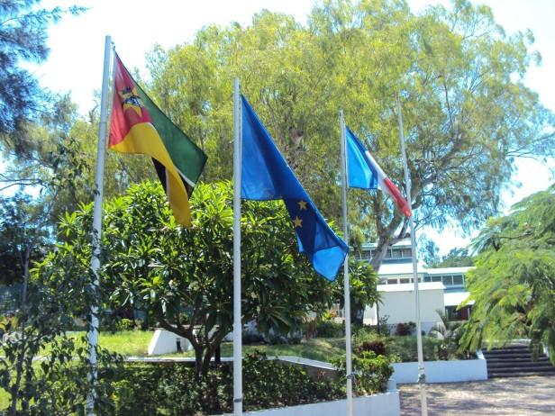 Alianza Francesa en Maputo, Mozambique / Alliance Française in Maputo, Mozambique / Por: Blog de Banderas