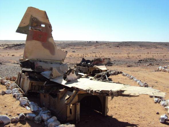 Restos de un avión marroquí derribado por el Frente Polisario durante la guerra en las afueras de Tifariti