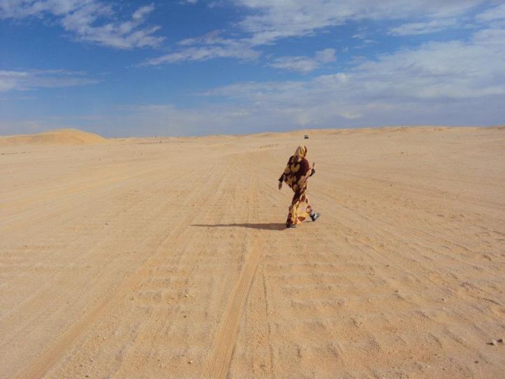 Mujer nómada en el Sahara Occidental