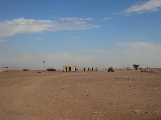 Puesto fronterizo entre Argelia y el Sahara Occidental