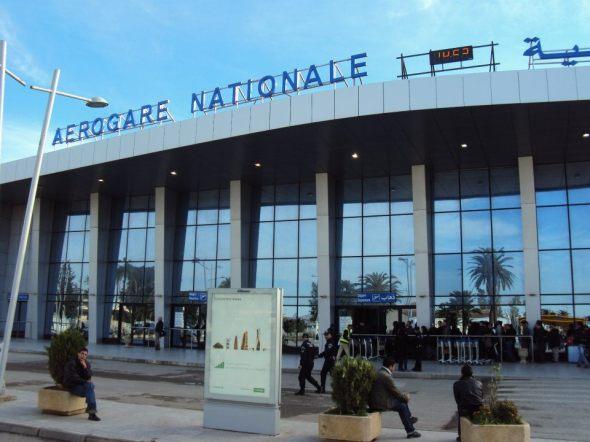 Aeropuerto Houari Boumedienne de Argel (Terminal Nacional) - Ustedes pueden ver el inicio de la fila para pasar el filtro de seguridad y entrar al aeropuerto.
