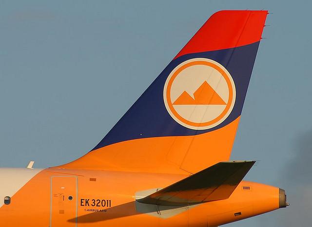 Aerolneas y logos una mirada a las banderas en el cielo  Blog
