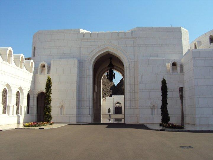 Puerta de entrada lateral al Palacio Real
