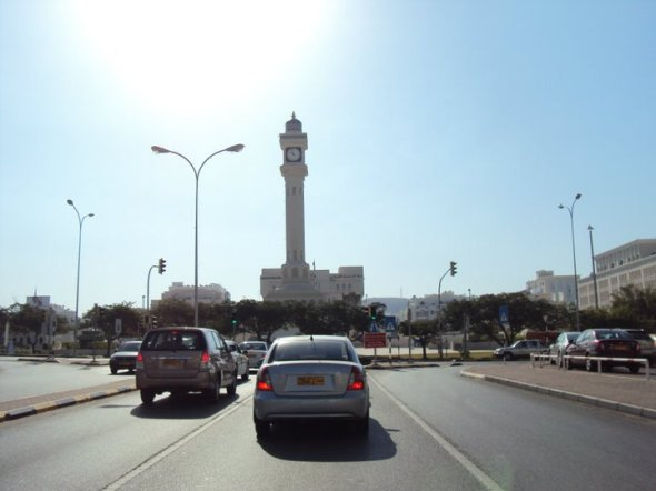 Torre del Reloj en el centro de negocios de Muttrah