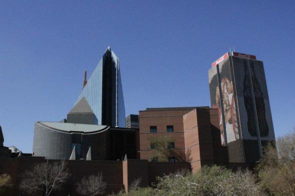 A la izquierda el edificio en forma de diamante que solía ser la sede de De Beers, a la derecha el edificio de Coca-Cola - Centro de Johannesburgo