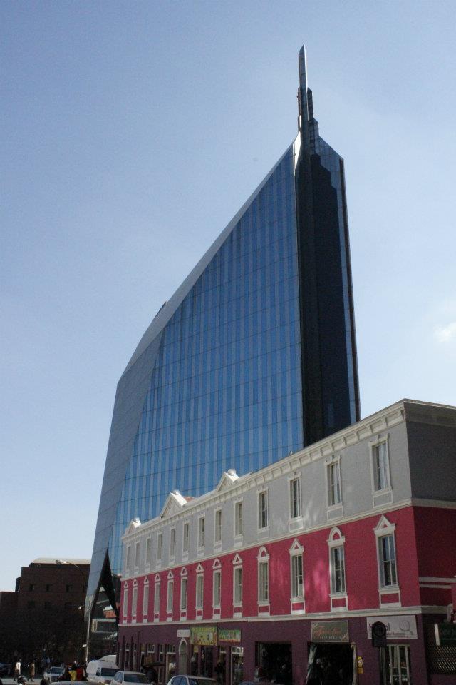 Antiguo edificio en forma de diamante de la compañía minera De Beers en Johannesburgo