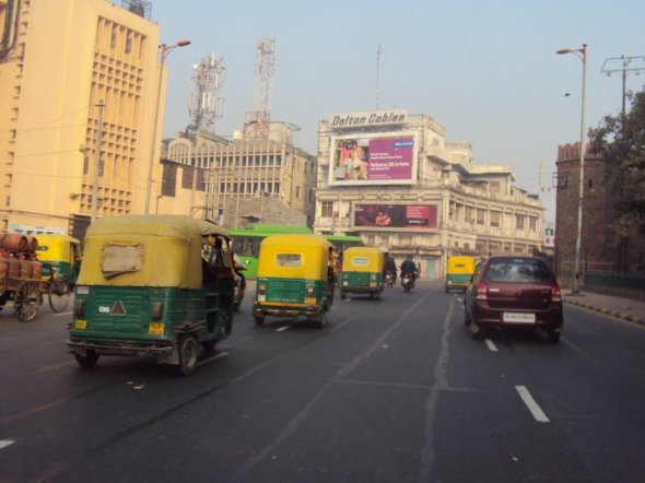 """Taxis conocidos como """"toc-tocs"""" en Nueva Delhi"""