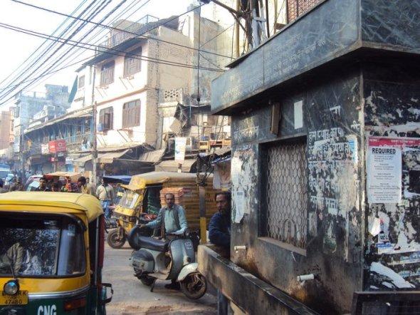 """Bebedero de """"agua potable"""" en las calles de Nueva Delhi"""