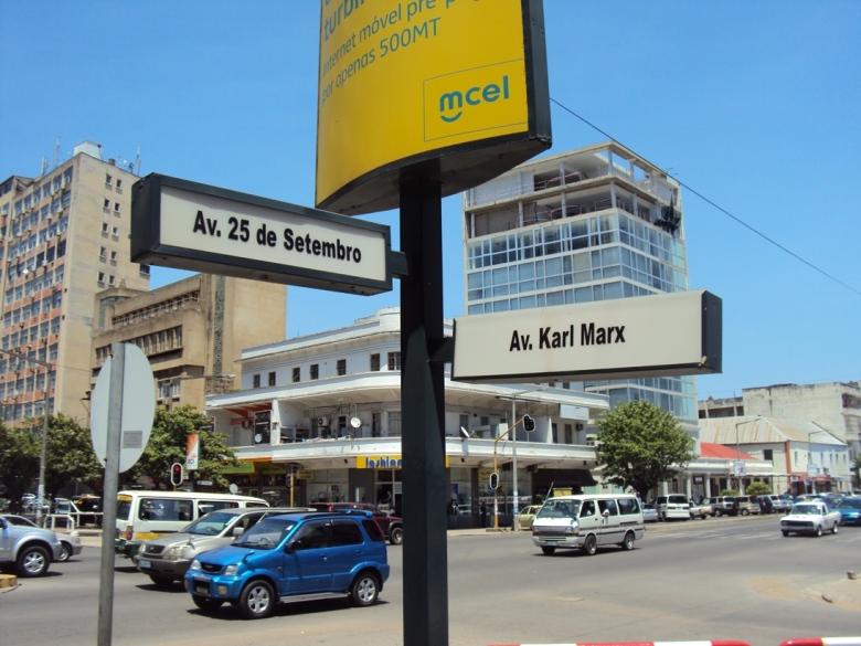 Avenida Karl Marx en el Centro de Maputo