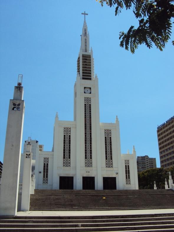Vista frontal de la Catedral de Maputo