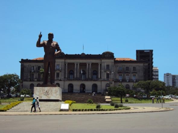 Estatua de Samora Machel en la Plaza de la Independencia