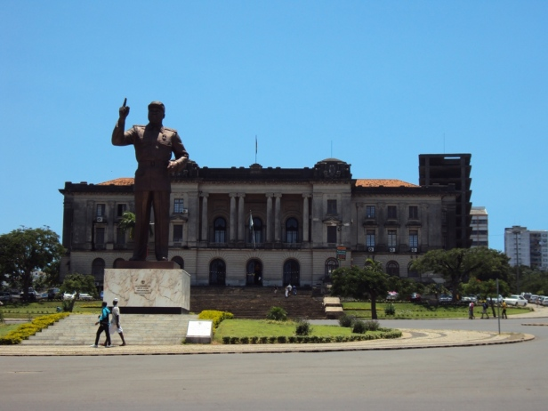 Estatua de Samora Machel en la Plaza de la Independencia