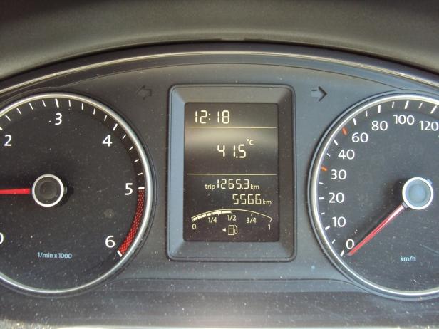 Y sólo para que me crean, ahí está la temperatura a las 12.18 del día: 41.5°C. Después subiría a 44°C, momento en el cual empecé a maldecir mi decisión de visitar Maputo en verano. Les recuerdo además que la humedad es del 100%. Agua, mucha agua gente.
