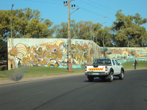 Murales en la vía al aeropuerto
