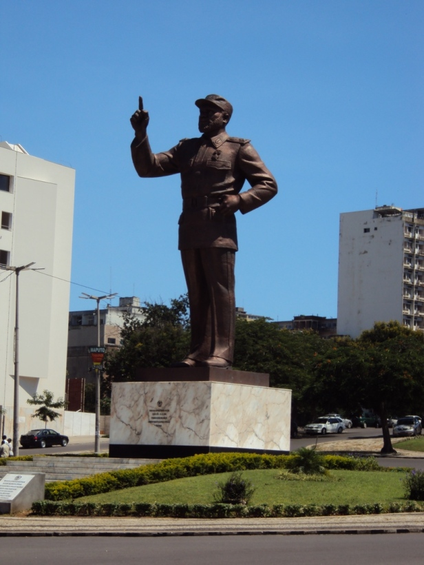 Estatua de Samora Machel en la Plaza de la Independencia de Maputo