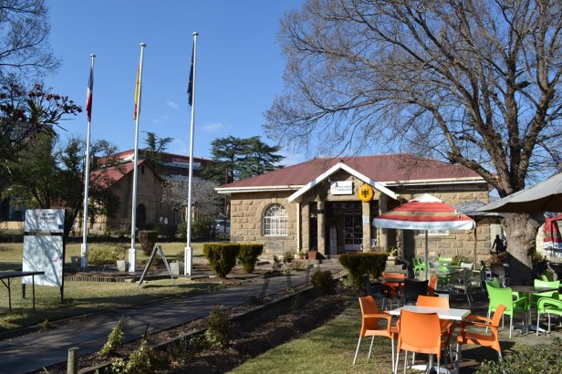 La mini Alianza Francesa de Maseru que además sirve como consulado de Francia y Alemania en el país.