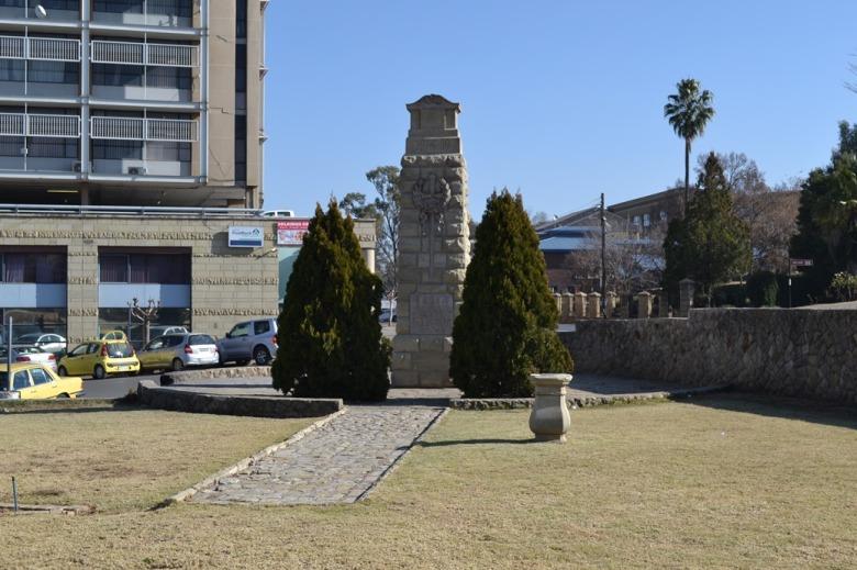 Y para seguir en la onda de las grandes construcciones, el monumento a las Guerras Mundiales