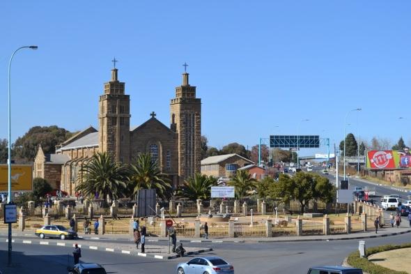 Y ahora la catedral, pequeña ella