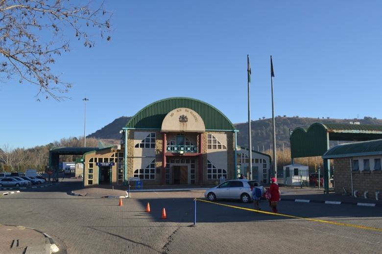 Edificios en la frontera entre Sudáfrica y Lesotho
