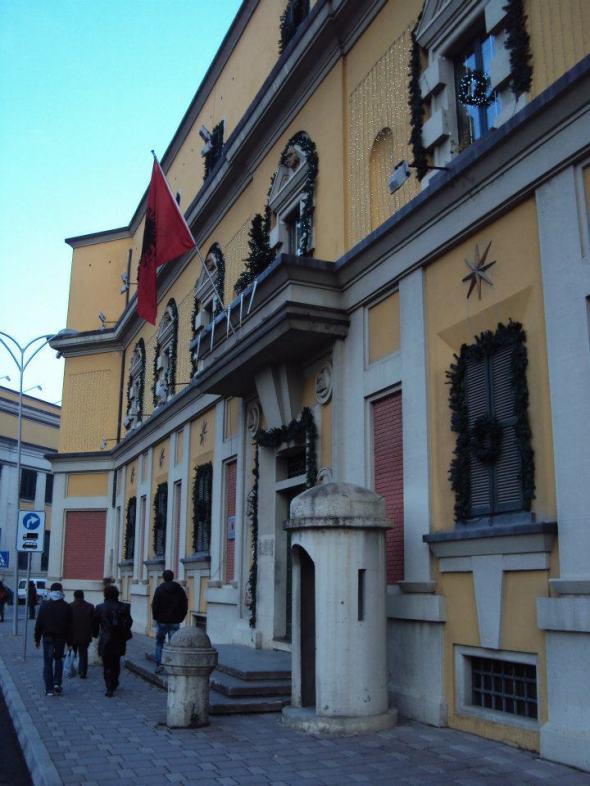 Ministerio de Trabajo Público y del Transporte en la Plaza Skanderbeg en Tirana