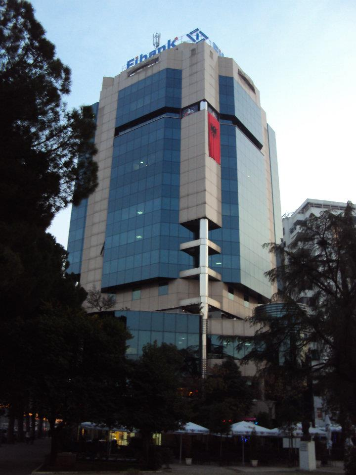 Centro Financiero en el Bulevar Dëshmorët e Kombi de Tirana