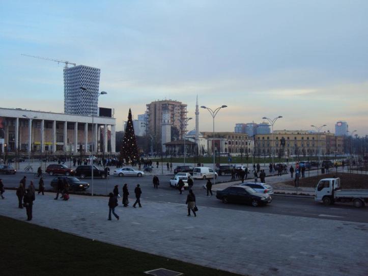 Panorámica de la Plaza Skanderbeg en el centro de Tirana