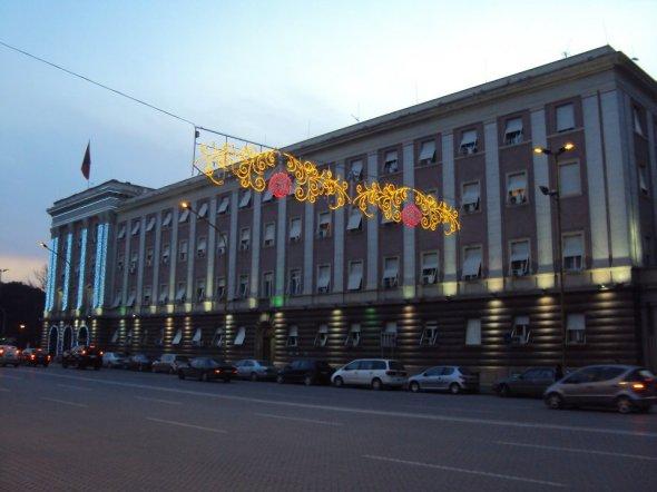 Antigua sede del Partido Comunista Albanés en el Bulevar Dëshmorët e Kombi de Tirana