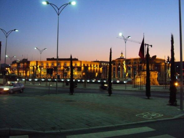 Plaza Skanderbeg en el centro de Tirana