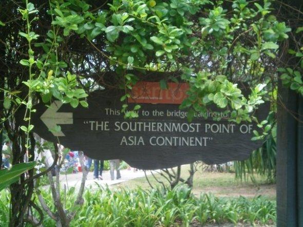 Señal que marca el punto más al sur del continente asiático en la Isla de Sentosa