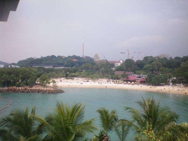 Sentosa vista desde la Isla Pelawán