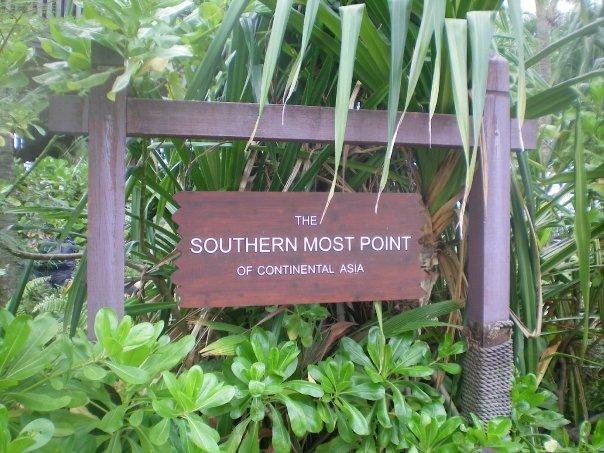 Señal que marca el punto más austral de Asia en la Isla Pelawán