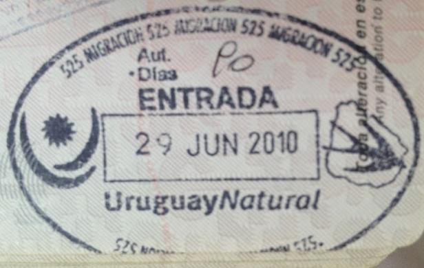 Inmigración: Puerto fluvial de Colonia, Uruguay