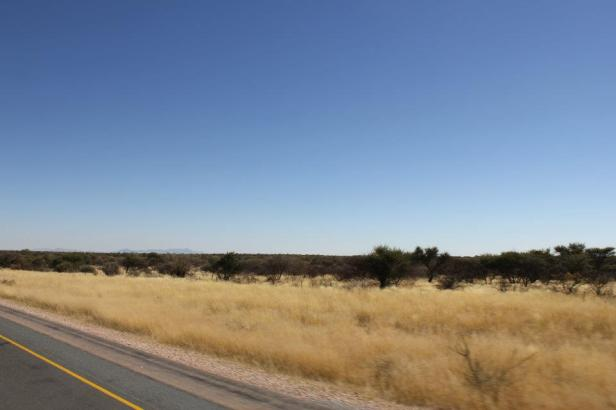 Vía hacia Swakopmund abandonando la ciudad de Windhoek