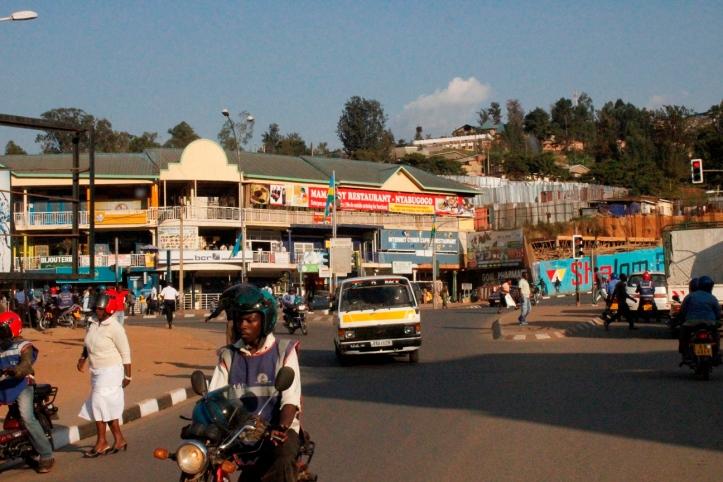 Avenida en el centro de Kigali