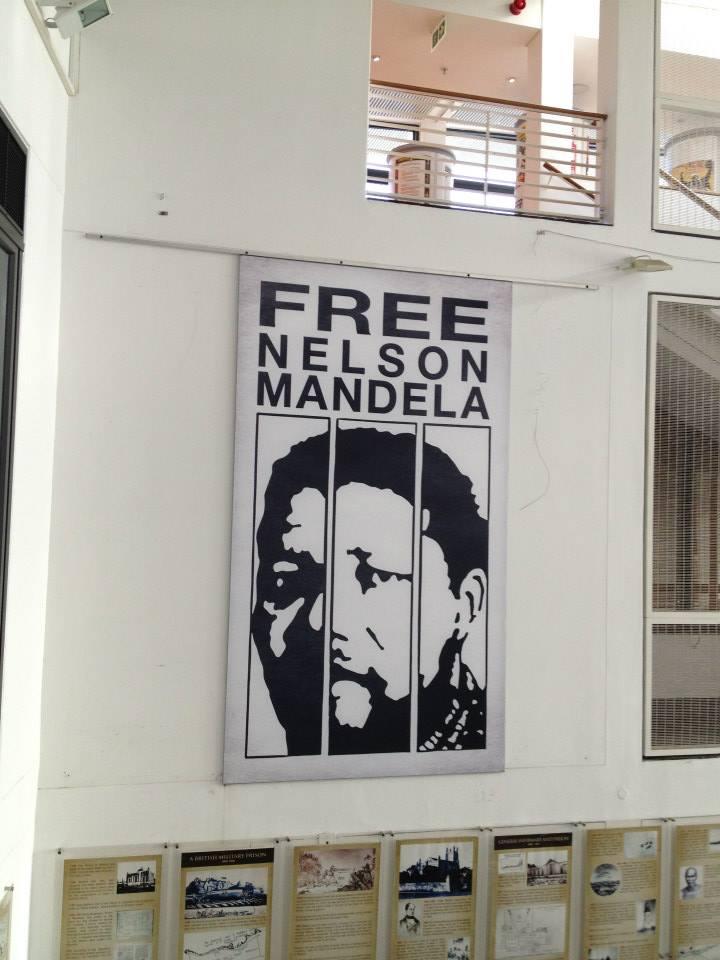 Cartel que exigía la liberación de Mandela en la estación del ferry a Robben Island.