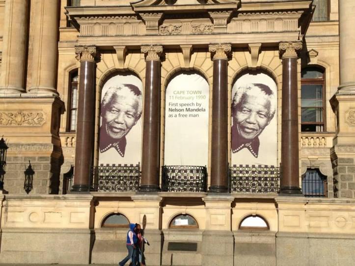 Homenaje al primer discurso de Mandela como un Hombre Libre en la antigua alcaldía de Ciudad del Cabo