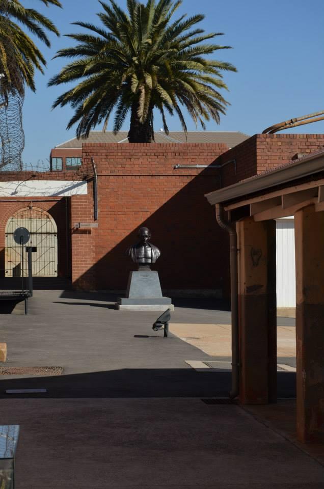 Estatua de Gandhi en la antigua cárcel en Constitution Hill