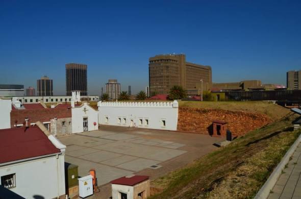 Antiguo fuerte militar construido durante el Apartheid en Constitution Hill