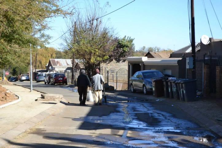 Afuera de la Iglesia Regina Mundi en Soweto